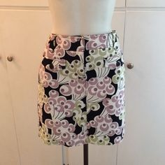 Anne Taylor Loft skirt NWT NWT •no stains or tears •great for the summer •98% cotton 2% spandex •2 bickers in front Ann Taylor Skirts