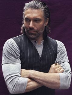 Anson Mount plays lead character Cullen Bohannon in AMC's hit series Hell on Wheels. And now he's playing the lead character, Anson Dineyazzie, in my hit series THE BENT ZEALOTS. Kristen Ashley Books, Anson Mount, Hell On Wheels, Into The West, My Guy, Season 4, Gorgeous Men, Bellisima, Favorite Tv Shows