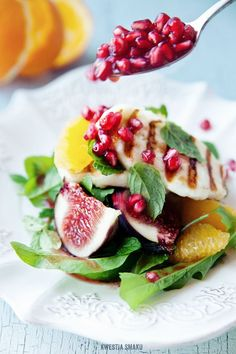 Salad with Figs, Halloumi cheese, Pomegranate and Orange Wizerunku Wizerunku Smaku Halloumi Salad, Grilled Halloumi, Salad Bar, Soup And Salad, Fig Salad, Cooking Recipes, Healthy Recipes, Healthy Salads, Tasty
