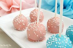 Step by step instructions on how to make cake pops! Learn some tricks on how to accomplish delicious and eye-catching cake pops! Cupcakes, Cupcake Cakes, Shoe Cakes, Pink Cake Pops, Cake Pop Tutorial, Cake Pops How To Make, Cake Pop Sticks, Cake Mixture, Wie Macht Man
