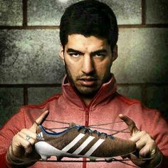 Luis Suarez will wear the worlds 1st knitted soccer boot against Manchester United this weekend #LFC