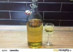 Domácí becherovka recept - TopRecepty.cz Kraut, Hot Sauce Bottles, My Favorite Food, Favorite Recipes, Smoothies, Drinking, Champagne, Beverages, Food And Drink