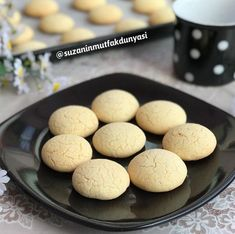 Limon Aromalı Kurabiye Tarifi Hamburger, Tart, Bread, Cookies, Desserts, Food, Recipes, Crack Crackers, Tailgate Desserts