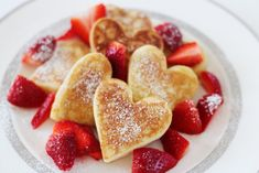 How to make heart-shaped pancakes for Valentine's Day Breakfast or Brunch! Tips and tricks for making this super easy recipe. Valentines Breakfast, Mothers Day Breakfast, Valentines Day Food, Mothers Day Brunch, Diy Valentine, Cute Breakfast Ideas, Romantic Breakfast, Breakfast Pictures, Pancake Day Pictures