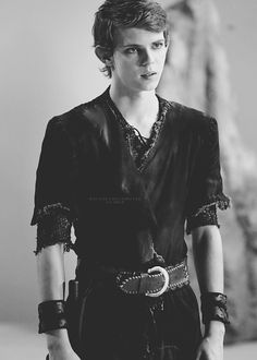 I seriously can not wait to see what Peter Pan will be like in OUAT. I love Peter Pan so, I'm glad they choose Robbie for Peter. He fits PERFECT! Peter Pan Ouat, Robbie Kay Peter Pan, Peter Pan Wallpaper, Sea Wallpaper, Peter Pan Imagines, Once Upon A Time Peter Pan, Peter Pan Neverland, Blake Steven, Peter And Wendy