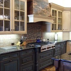 Two-tone kitchen cabinets can work with a variety . Here are a few ideas to integrate two-tone cabinets into your own kitchen. Antique Kitchen Cabinets, Two Tone Cabinets, Two Tone Kitchen Cabinets, Kitchen Cabinet Colors, Painting Kitchen Cabinets, Kitchen Cabinetry, Kitchen Cupboard, Kitchen Walls, Wall Cabinets