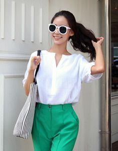 Today's Hot Pick :ベーシックスキッパーブラウス【BAGAZIMURI】 http://fashionstylep.com/SFSELFAA0022592/bagazimurijp/out シンプルな5分袖スキッパーブラウス♪ コットン混紡素材の軽い素材感がポイントです。 春から秋口まで活躍するシンプルな5分袖トップス! 顔周りをすっきり見せるスキッパーネックがポイントです☆ デニムからボリュームのあるスカートまで幅広くマッチし着まわし力抜群◎ 素材の特性上、若干透け感がありますのでご参考ください。 ◆2色:アイボリー/ピンク