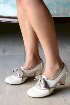 Pretty vintage and retro wedding shoes ideas 31