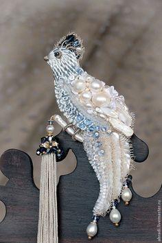 """Купить Брошь """"Птичка с кисточкой"""". - голубой, брошь, птица, жемчуг, жемчуг натуральный, биконусы сваровски"""