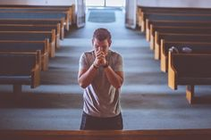 Hearing God's Voice Isn't As Difficult As Think. Learn How I Quiet My Heart To Hear God. He's Always Speaking, But We Have Trouble Listening. Divine Mercy Prayer, My Daily Devotion, Padre Celestial, Miracle Prayer, Saint Esprit, Prayers For Healing, Powerful Prayers, Healing Prayer, Christian Church