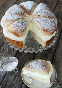 What's better than a Swedish cream bun? A Swedish cream bun cake, of course! Swedish Recipes, Sweet Recipes, Cake Recipes, Dessert Recipes, Scandinavian Recipes, Swedish Foods, Dessert Bread, Easter Recipes, Just Desserts