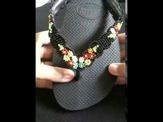 Chinelo bordado com florzinhas de micanguinhas por Magnany Sena                                                                                                                                                                                 Mais
