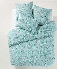 Ycata Leaf Print Cotton Duvet Cover LA REDOUTE INTERIEURS Ycata Printed Duvet Cover: A stunning stylised leafy print in shades of green. Linen Bedroom, Linen Bedding, Nota Personal, Best Sheets, King Size Duvet, Bookcase Storage, Stylish Bedroom, Blog Deco, Cotton Duvet