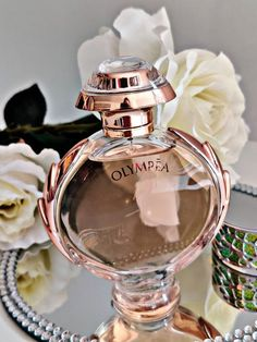 This fruity floral perfume is showcased by a bouquet of fragrant fruity, powdery and citrus tones that are scented will bring… Pink Perfume, Perfume Scents, Perfume And Cologne, Best Perfume, Parfum Chic, Parfum Rose, Parfum Chanel, Perfume Display, Perfume Collection