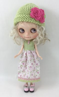 Pullip Blythe Pink and Green Dress with Knitted Hat