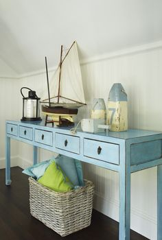 House of Turquoise: Jack Fhillips Design.I want this console table! Beach Cottage Decor, Coastal Cottage, Coastal Style, Coastal Living, Coastal Decor, Seaside Style, Cottage Living, Cottage Style, Nantucket