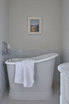 New Bathroom Shower Tub Ideas Tiny House Ideas Tiny Bathrooms, Tiny House Bathroom, Beautiful Bathrooms, Small Country Bathrooms, Bathroom Small, Bad Inspiration, Bathroom Inspiration, Bathroom Layout, Bathroom Interior Design