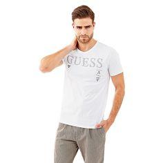 T-Shirt Logo Cotton    Das T-Shirt ist immer einer der Favoriten für einen lässigen Look, insbesondere wenn es um Vielseitigkeit geht. Die Vorderseite mit Logoprint besticht durch ihren aussagekräftigen Style.    100% Baumwolle.  Maschinenwäsche bei 30°.  Abgebildet ist Größe M, Maße:  Gesamtlänge ca. 71 cm.  Schultern ca. 43 cm.  Fällt größengetreu aus....