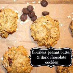 Flour-less Oatmeal, Peanut Butter & Dark Chocolate Cookies #recipe: blog.katescarlata.com #fodmaps #fodmap