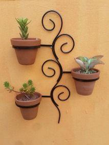 Balcony Plants, House Plants Decor, Plant Decor, Creative Wall Decor, Wall Decor Design, Garden Wall Designs, Garden Design, Porch Wall Decor, Metal Bender