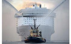 El mayor crucero del mundo, MS Harmony of the Seas, hace su entrada en el puerto de Southampton (Andrew Matthews, 2016)