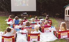 Vraiment fou (et bien réalisé): une sortie au ciné-parc pour enfants seulement, dans des voitures de carton! Sur http://www.mumsontop.co.nz/mum-cool-cardboard-cars-and-drive-in-movies/