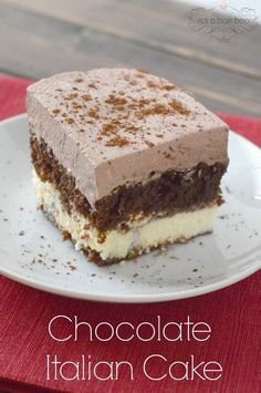 Chocolate Italian Cake - It is a chocolate cake, sitting on a layer of sweet and creamy cheese, all topped with a light and chocolaty whipped frosting. It's an Italian cake because of the cheese layer, which is made with ricotta. Just Desserts, Delicious Desserts, Yummy Food, Italian Desserts, Sweet Recipes, Cake Recipes, Dessert Recipes, Italian Love Cake, Italian Cream Cheese Cake