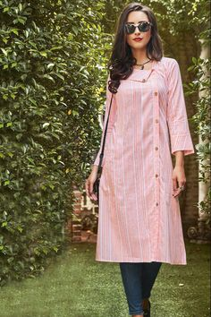 Fashion Dresses Videos ideas and Fashion Ideas For Teens Street Styles ideas. Printed Kurti Designs, Simple Kurti Designs, Kurta Designs Women, Salwar Designs, Kurti Designs Party Wear, Cotton Kurtis Designs, Sleeves Designs For Dresses, Dress Neck Designs, Kurta Neck Design