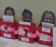 "This would be a cute project for valentines or books. they could be hugging a book or they could hold favorite paperbacks inside the boxes."" ATTN: Angela Harvala (school crafts or whatever) Valentine Day Boxes, Valentine Theme, Valentine Day Crafts, Holiday Crafts, Holiday Fun, Valentine Ideas, Printable Valentine, Valentine Wreath, Valentinstag Party"