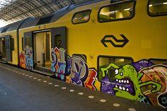 train grafitti! i miss the amazing grafitti in Spain.