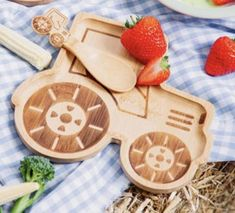 Bambusteller Rattling Tractor mit Loeffel Teller, Laser Engraving, Food For Kids, Baby Favors, Bamboo, Tablewares