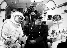 Pavel Belyayev (l) Alexey Leonov (r) travel to Voskhod 2 launch (Ria Novosti/Science Photo Library)
