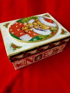 Χειροποίητο χριστουγεννιάτικο κουτί Decorative Boxes, Home Decor, Decoration Home, Room Decor, Home Interior Design, Decorative Storage Boxes, Home Decoration, Interior Design