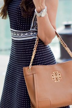 Blogger Fashion Footprint wearing a Tory Burch Cotton Sleeveless Dress and Britten Small Slouchy Tote