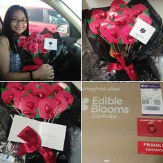Happy Valentine's mahal! Because u know I love chocs, thank you for surprising me with this! I love you @jaaawooo Away mo pa ko kagabi, kaya pala! Nakipagkuntsaba ka pa kay @josephinevictor grabe kayo! 😊 kilig! I love you so much! #fromPHwithlove #edibleblooms #heartchocolates💝🍫 #valentinesday2017