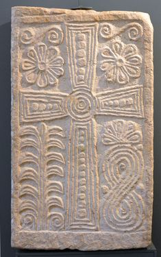 Santa Giulia, Arte Tribal, Christian Artwork, Cross Art, Early Middle Ages, Christian Symbols, Chor, Church Architecture, Historical Artifacts
