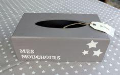 "Boite à mouchoirs Longue ""mes mouchoirs"" : Boîtes, coffrets par mes-tresors Diy And Crafts, Arts And Crafts, Tissue Boxes, Home Deco, Korn, Decoupage, Dimensions, Jasmine, Scrapbooking"