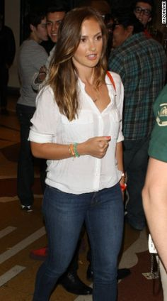 Sexy White button down + Jeans + Bright accessories Minka Kelly Hair, Simple Outfits, Summer Outfits, Summertime Sadness, Future Fashion, Sexy Jeans, Celebrities, Celebs, Celebrity Style