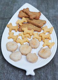 Recipes for dog biscuits - Mein Liebling - Hunde Me And My Dog, Man And Dog, Dog Biscuit Recipes, Dog Food Recipes, Dog House Bed, Dog Cookies, Dog Biscuits, Homemade Dog Food, Happy Dogs