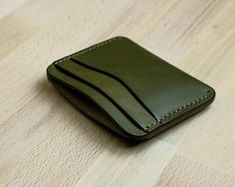 Olive Green Leather Card Holder Wallet // Five Slots // Full Grain Leather // Handmade In USA Leather Diy Crafts, Leather Projects, Leather Craft, Slim Leather Wallet, Handmade Leather Wallet, Leather Business Card Holder, Leather Bag Pattern, Leather Workshop, Leather Accessories