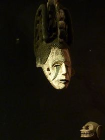 Igbo masker, te koop bij briekantiek.nl