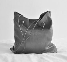 Style - Minimal + Classic : simple grey leather tote
