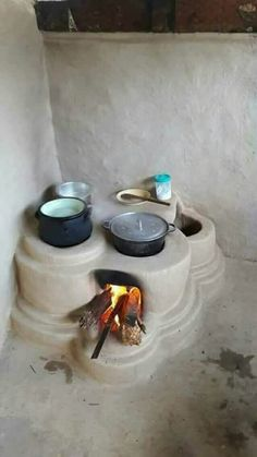 Great for outdoor cooking Outdoor Kitchen Design, Home Decor Kitchen, Parrilla Exterior, Earth Bag Homes, Earthship Home, Mud House, Outdoor Stove, Tadelakt, Rocket Stoves