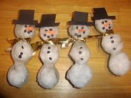 Cute idea, could adapt to make Christmas ornaments.