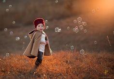 Seifenblasen sind immer der Renner bei Fotos mit Kindern.