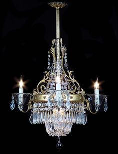 Vintage Lighting 1930s Colonial style chandelier. Cut glass shades