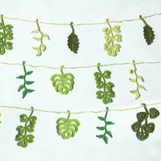 52 Handmade Crochet Garland Free Pattern Today we have brought to you these 52 DIY crochet free garland patterns to have the coziest decor of regular or occasional kind. Made out of the lovely c Crochet Home, Love Crochet, Irish Crochet, Crochet Motif, Diy Crochet, Crochet Crafts, Crochet Projects, Crochet Leaf Free Pattern, Crochet Stars
