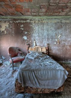 The Buck Hill Inn – Historic Architecture Abandoned For Over 20 Years – Abandoned Playgrounds