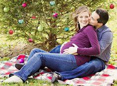 Maternity photo posing idea - holiday photo, Miami maternity photographer