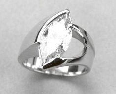 Idée et inspiration Bague Diamant :   Image   Description   Marquise Diamond Ring